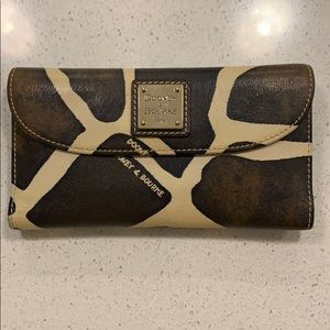 Dooney & Bourke wallet
